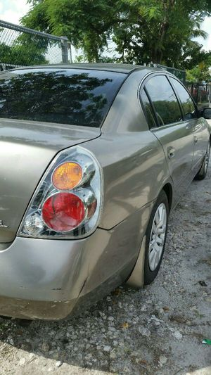 Nissan altima 2004 titulo limpio 120 000 millas for Sale in Hialeah, FL