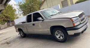 Chevy Silverado 2004 extended cab v8 5.3 for Sale in Dinuba, CA