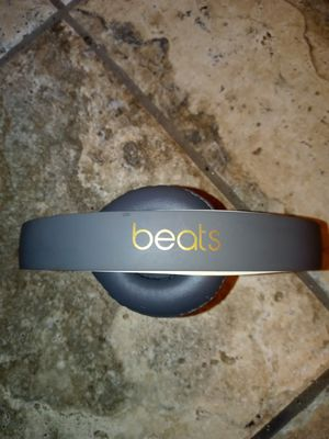 Beats by Dr. Dre beats solo 3 wireless Bluetooth noise canceling headphones for Sale in St. Louis, MO