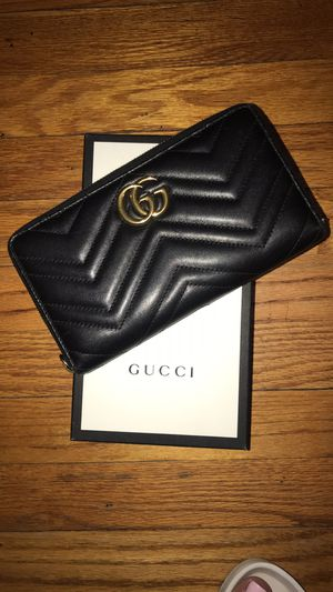 Gucci GG Marmont Large Leather Wallet for Sale in Dearborn, MI
