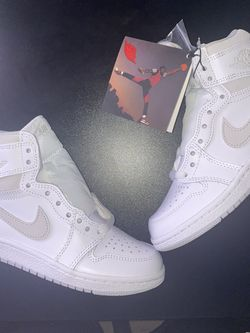 Jordan 1 Neutral Grey 85 for Sale in Victorville,  CA