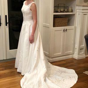 Lady Eleanor Wedding Dress (size 4) for Sale in Greenwich, CT
