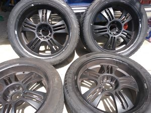 22in rims 305 40 22 tires $350 obo for Sale in Sylmar, CA