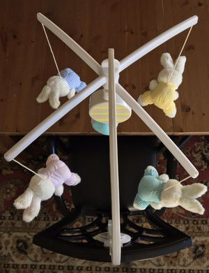 (LIKE NEW) BABY CRIB MOBILE for Sale in Compton, CA