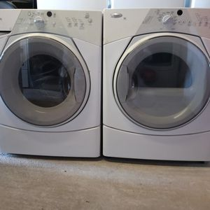 Washer and dryer whirlpool for Sale in Elmendorf, TX