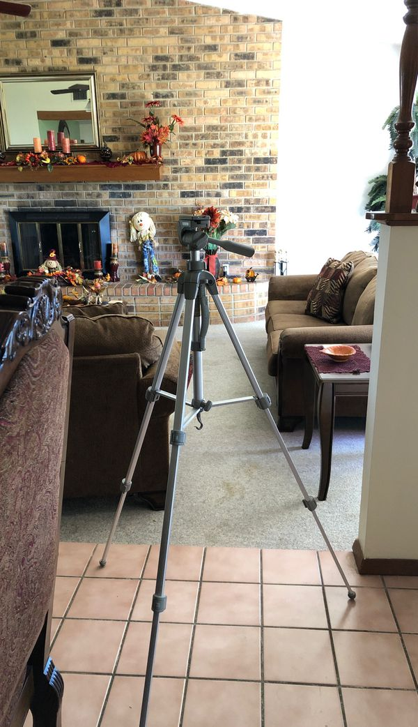 Tri-pod for DSLR camera