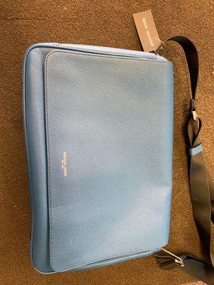 Michael kors messenger bag for Sale in Austin, TX
