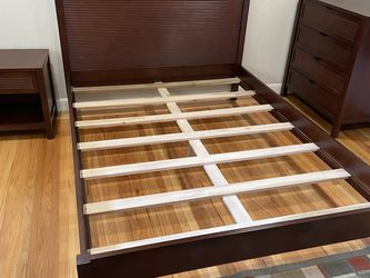 Queen Bedroom Set With 4 Drawer Armoire & End Table for Sale in San Jose,  CA