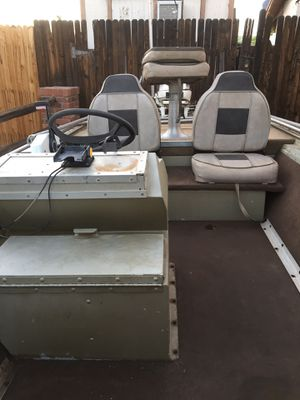 16' Duracraft Aluminum Boat - 35hp Johnson 2 stroke motor / 2 Gas tanks / Deep Cycle battery / 36lb Minnkota Trolling motor / Swivel seats with lots for Sale in Phoenix, AZ