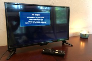 24 inch isignia LED 720p tv for Sale in Woodbridge Township, NJ