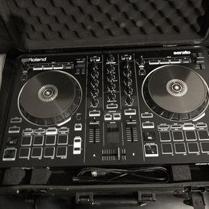 Roland DJ-202 Serato DJ Controller for Sale in Houston, TX