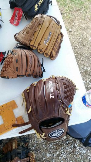 LS PRO Flare, a Wilson company, Softball glove infield and utility players 12 inch for Sale in Houston, TX