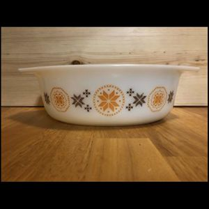 Vintage Pyrex 1.5 Qt Casserole Dish No Lid Town & Country Pattern for Sale in Bremerton, WA