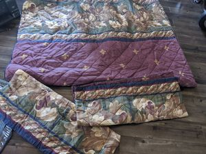 Set blanket size Queen good condition for Sale in Tacoma, WA