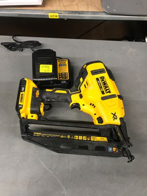 Dewalt 16 gauge finish nail gun (L394581A) for Sale in Porter, TX