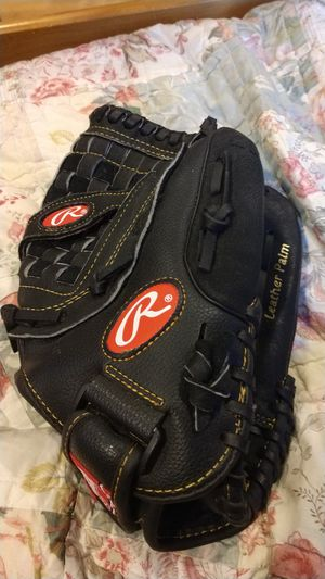 Softball Rawlings glove for Sale in Oak Park, IL