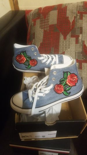 CONVERSE CTAS HI YOUTH SHOES SIZE (2) for Sale in Granite City, IL