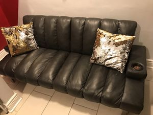 Convertible Couch/Futon (Black) for Sale in Chicago, IL