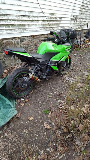 Motorcycle 2011 kawasaki ninja 250 for Sale in Spring Valley, NY