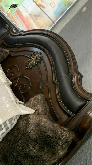 EXCLUSIVE] Royal Highlands Rich Cherry Panel Bedroom Set byHomelegance for Sale in Jessup, MD
