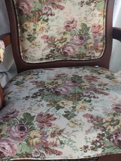 Vintage Floral Chair With Wood Carved Accents for Sale in Los Angeles,  CA