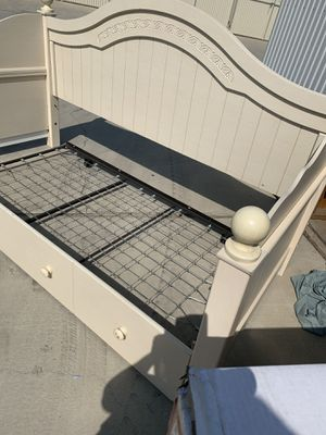 Day bed for Sale in Bakersfield, CA