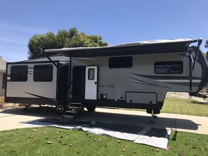 2019 Sprinter 36 ft. 2 pop outs for Sale in Fullerton, CA