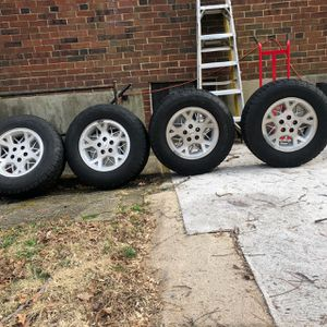 p235 /70/R16 Jeep Gran Cherokee 1998 Wheels and Rims for Sale in Silver Spring, MD