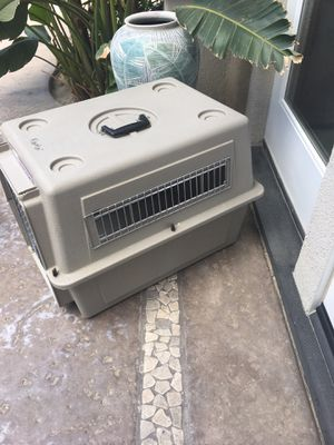 Hard sided crate/pet carrier for Sale in Indio, CA