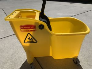 Rubbermaid Commercial Mop Bucket for Sale in Murrieta, CA