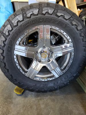Custom Totoyta Tundra wheels and tires for Sale in Cherry Valley, CA