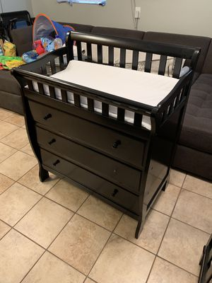 Changing Table & Crib for Sale in Tampa, FL