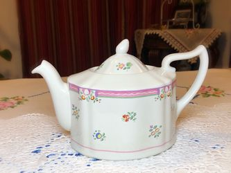 Vintage English Tea Pot Mint ! for Sale in Tacoma,  WA