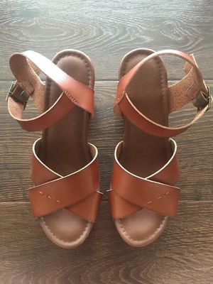 Universal Thread Heels Size 9 for Sale in Westminster, CA