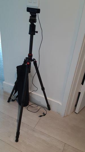 1080 HD Logitech Webcam HDMI with carbon tripod for Sale in Miami, FL