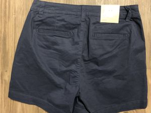 Shorts stretch navy blue for women size 4 for Sale in Covina, CA