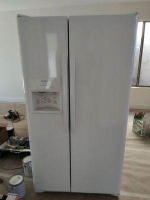 Frigidaire Refrigerator for Sale in Scottsdale, AZ