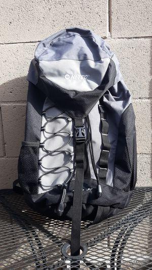 Hi-Tec 30L Hiking Daypack Backpack for Sale in Chandler, AZ
