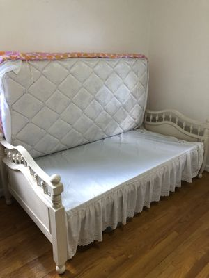 White Twin Vintage Bed for Sale in Arlington, VA