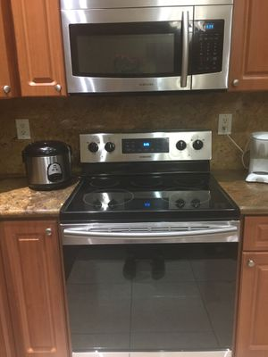 Samsung stove and microwave for Sale in Miami, FL