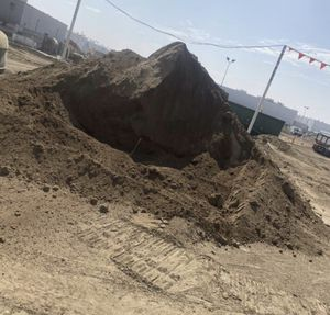 free clean dirt and delivery!! for Sale in Los Angeles, CA
