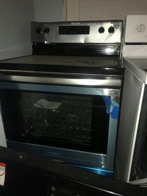 Brand new scratch and dent electric range for Sale in Cleveland, OH