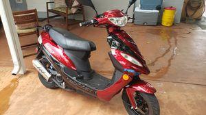 se vende esta moto de 49 cc esta en perfecto estado soy el dueño con titulo d propiedad en mi mano es del año 2019 for Sale in Hialeah, FL