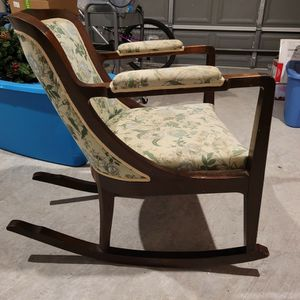 Antique Rocking Chair for Sale in Humble, TX
