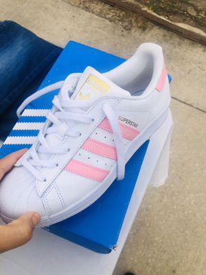 Tennis adidas size 6 1/2 for Sale in Houston, TX