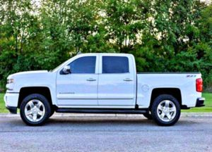 NOTHING TO LOOSE 2016 Chevrolet Silverado V8 for Sale in Detroit Lakes, MN