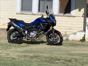 2015 Suzuki VStrom 650. Only 580 miles on it. One owner. Runs like new everything works.. for Sale in Abilene, TX