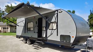 27 Foot Cherokee Wolf Pack Toy Hauler for Sale in Fort Lauderdale, FL