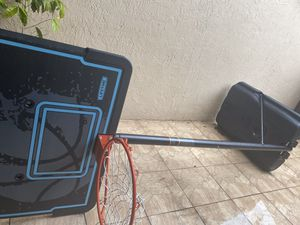 Basketball hoop. $40. Four months old. Moving, can't take it. for Sale in Miami, FL