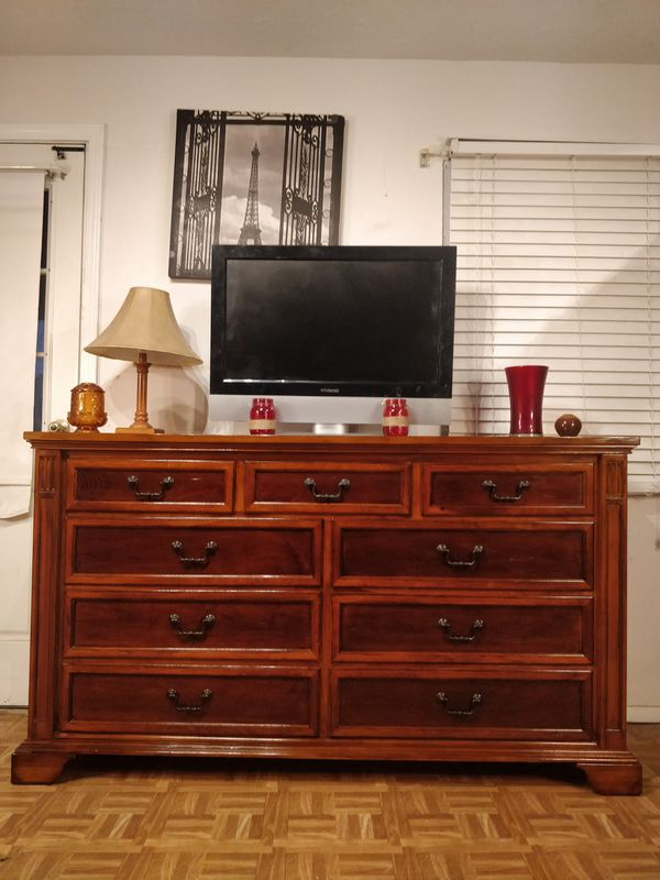 Solid Wood Universal Furniture Big Dresser Tv Stand With 9
